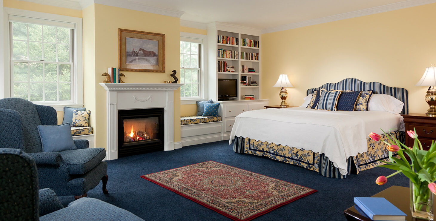 Clydesdale Suite bed and fireplace