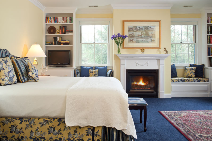 Suite at Whitewing Farm with bed and fireplace