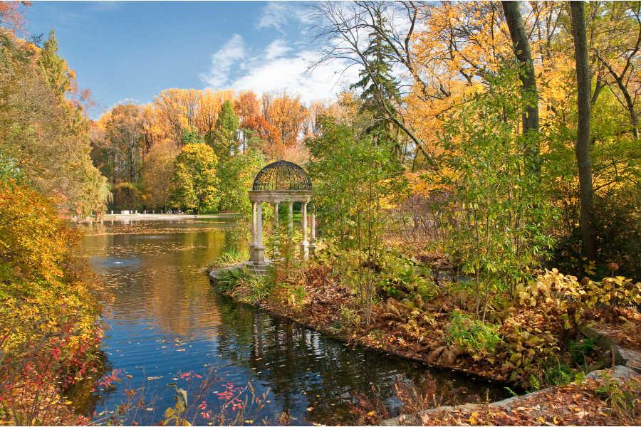 Longwood Fall love temple