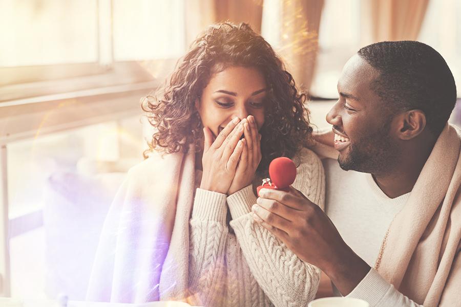 Man proposing in Pennsylvania